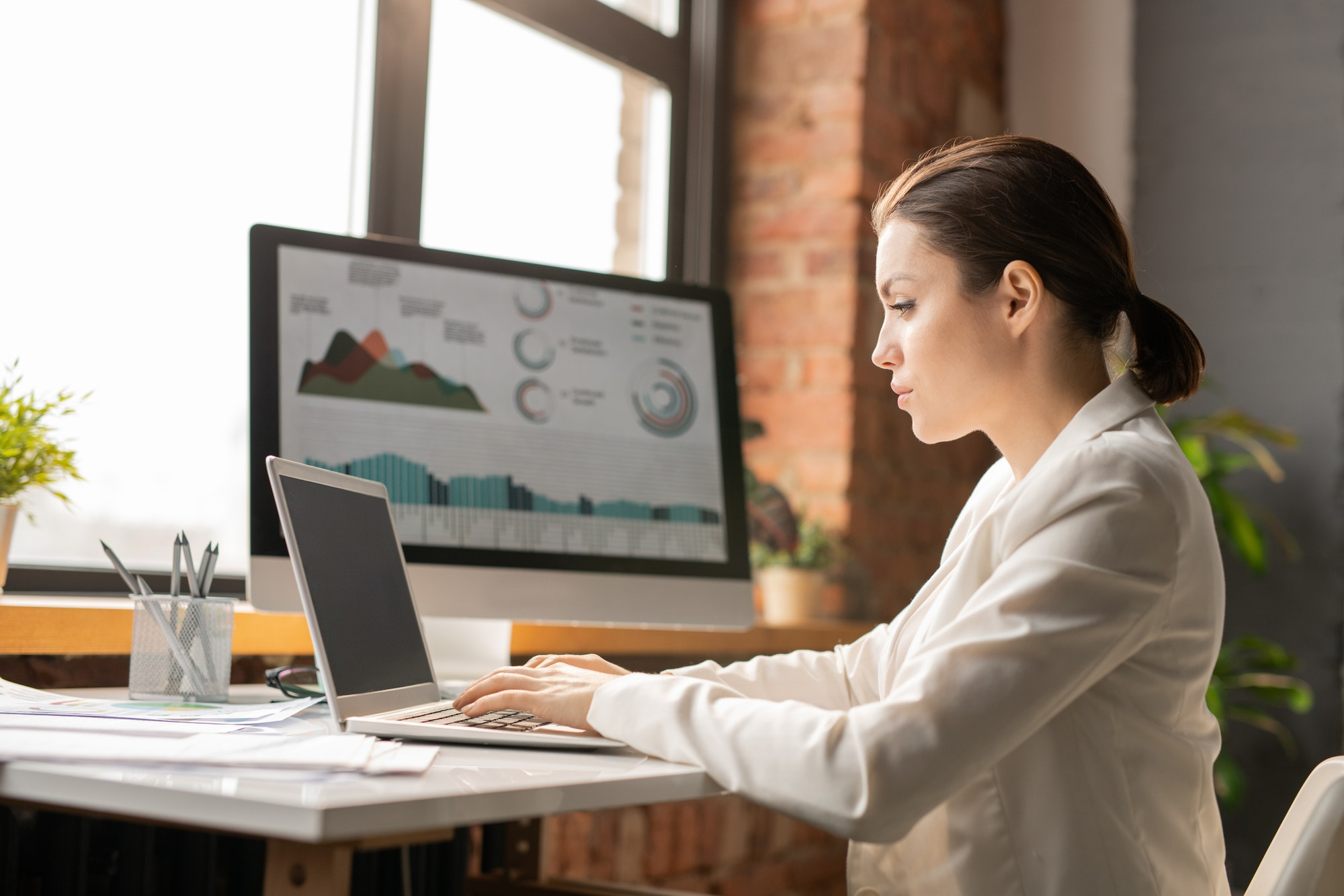 Analyzing online data